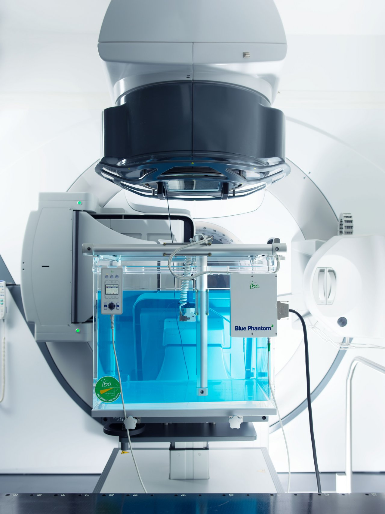 Product Blue Phantom2 of IBA Dosimetry with linac